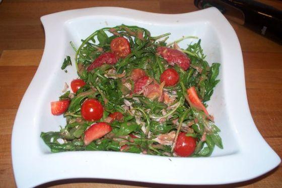 ensalada de rucula con vinagreta de frambuesas